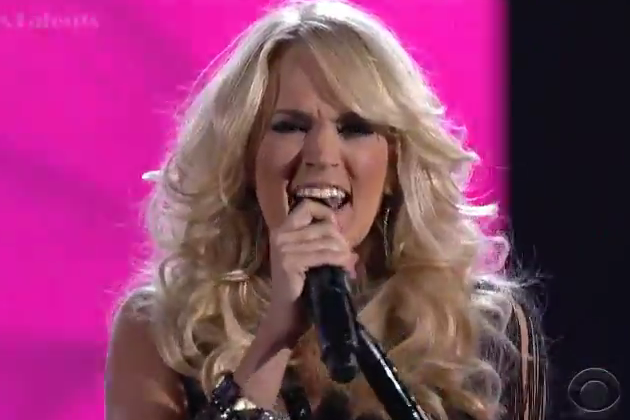 Carrie-Underwood-ACM-performance