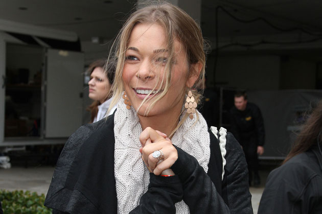 LeAnn-Rimes Checks into Rehab