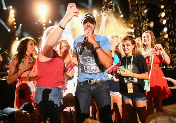 Luke Bryan with ladies