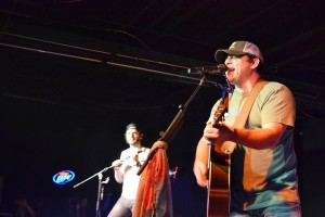 Thomas Rhett performs with father Rhett Akins
