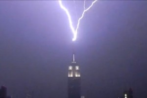 ghtning Strikes New York's Empire State Building Three Times [VIDEOS]