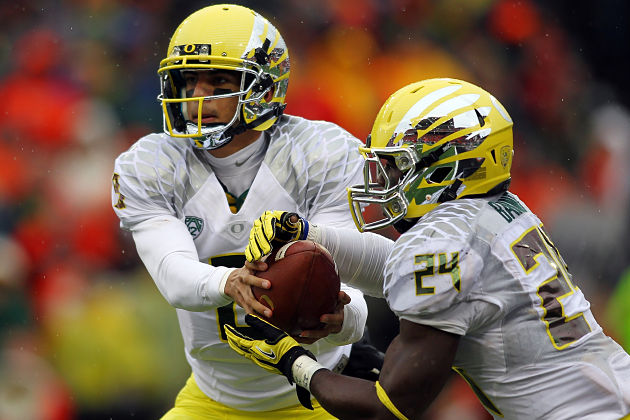 Mariota, Barner lead potent Oregon offense.