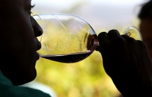 A glass of wine a day, keeps your waistline at bay!