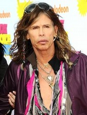 Steven Tyler embraces the glitz &amp; glam of Hollywood!
