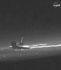 Atlantis lands to end a 30-year space shuttle program
