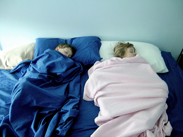 Kids can sleep with parents and be healthy!