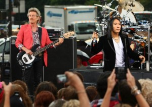 "Journey Performs On CBS' ""The Early Show"""