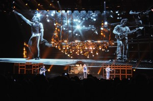 "Van Halen ""A Different Kind of Truth"" Tour Opener - Louisville"