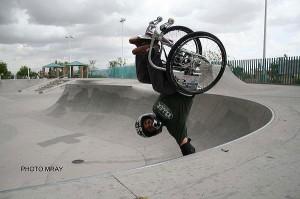 """Aaron """"Wheelz"""" Fotheringham Handplant"""