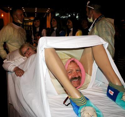lady_giving_birth_costume.jpg
