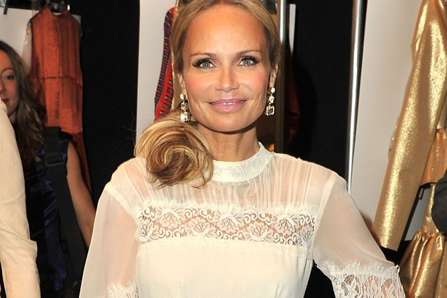 Kristin Chenoweth Recovering At Home After On-Set Accident