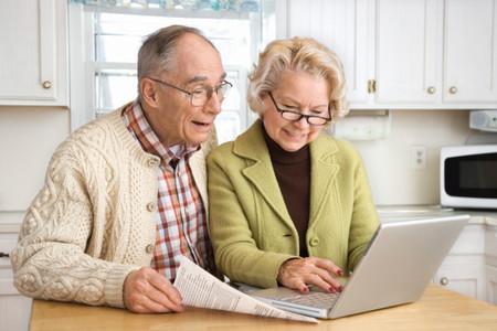 كبار السن ليسوا علي علم بمخاطر الانترنت