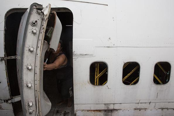 Taylor ... & Man Mistaken\u0027s Plane Door for Bathroom Door Pezcame.Com