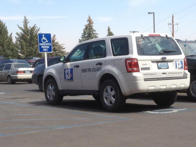 News 13 Vehicle Parks in Handicapped Spot 